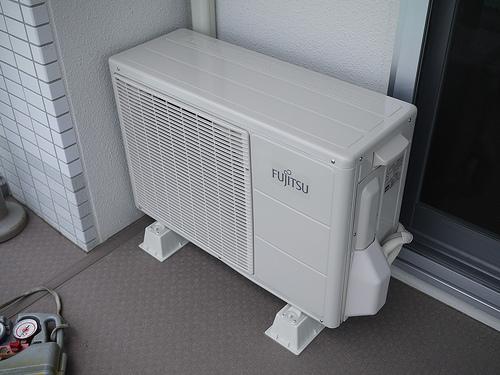 エアコンからポンポン音がするのを止める方法
